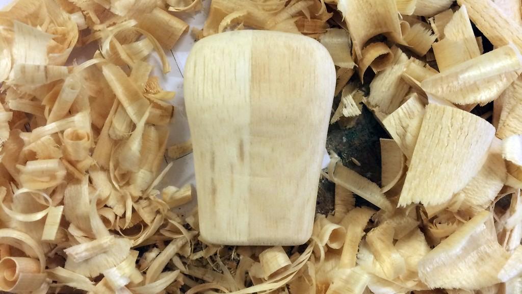 Esculpindo madeira balsa :}